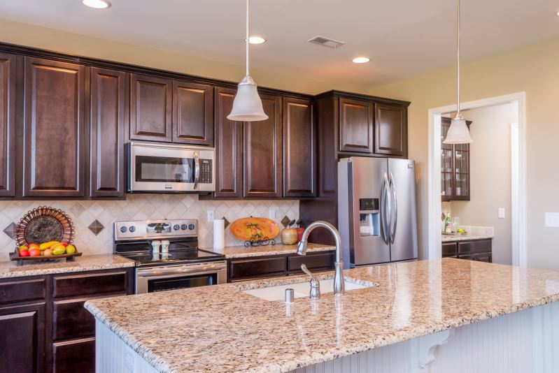 What colors tones are kitchen cabinets these days gbcn for Kitchen cabinets 2019